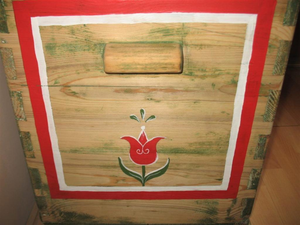 a tulipános láda oldala