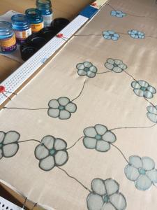 Virágos selyemsál festése