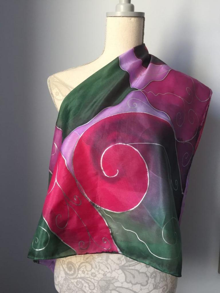 Selyemkendő, kézzel festett, intenzív színekkel. Csajbók Márta