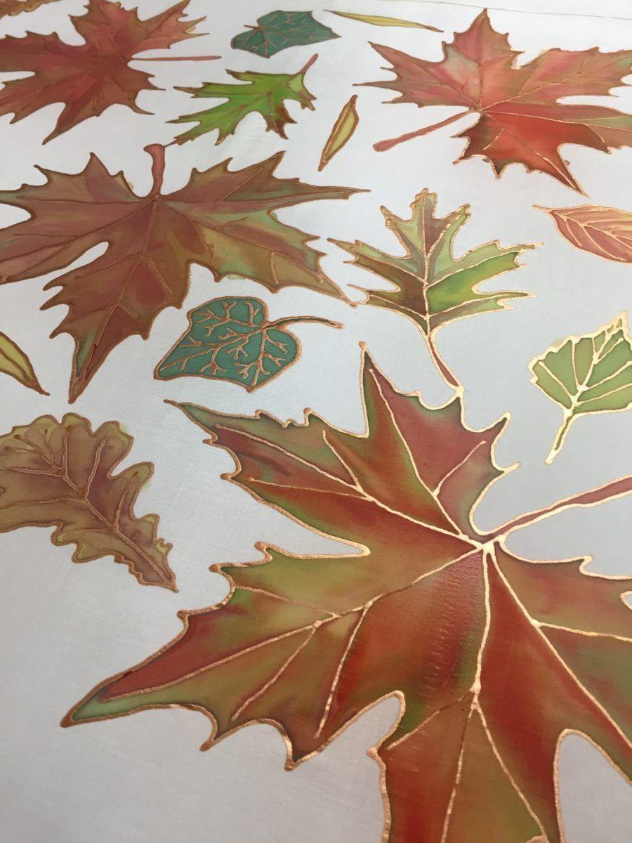 Őszi levelek selyemre festve