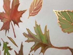 Kézzel festett selyemkendő, őszi levelekkel