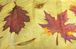 Selyemre festett őszi levelek
