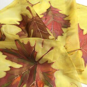 Kézzel festett selyem, őszi levelekkel