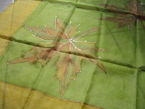 Juhar levél selyemre festve