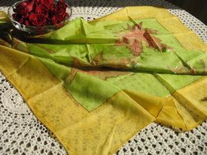 Juhar levél selyemkendőn