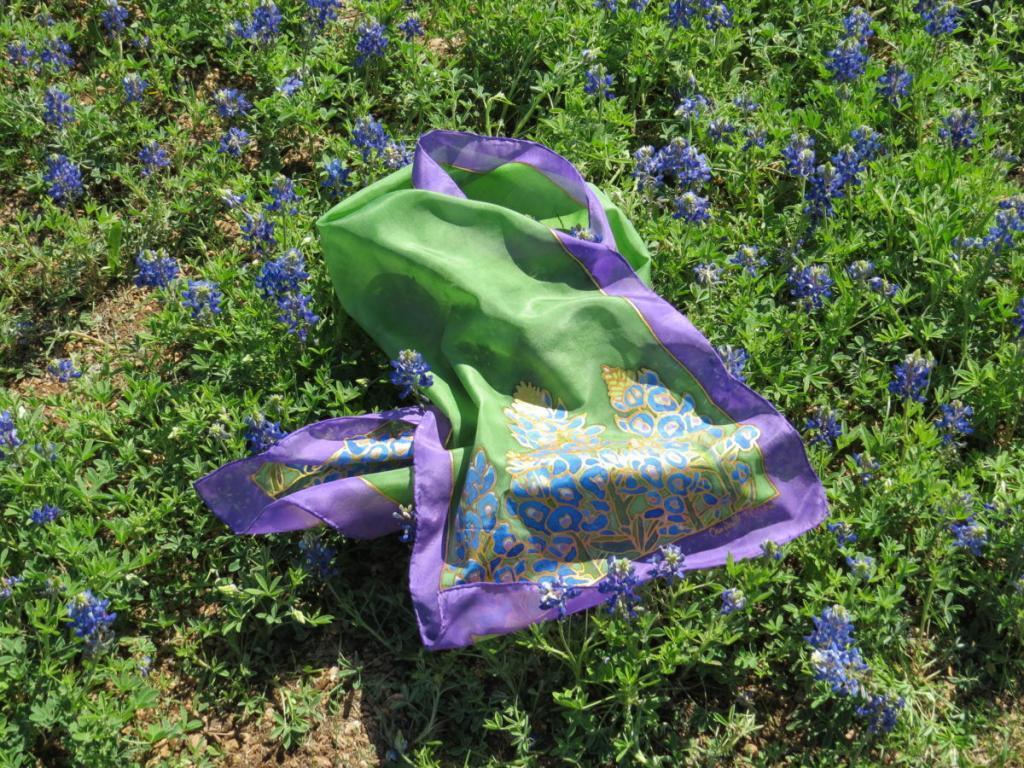 Selyemsál kék virágokkal